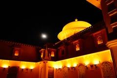 Litslott på natten och månen fotografering för bildbyråer