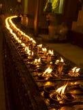Litstearinljus på den Shwedagon pagoden, Yangon, Myanmar Arkivbilder