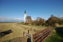 Litte weiße Kirche in den Texel Niederlanden Stockbilder