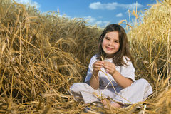Littel girl in a wheat field Royalty Free Stock Photography