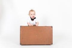 LittleÑ pojke med resväskan Arkivbilder