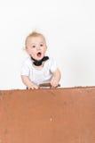 LittleÑ pojke med resväskan Royaltyfria Bilder