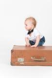 LittleÑ pojke med resväskan Royaltyfri Fotografi