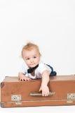 LittleÑ pojke med resväskan Arkivfoton