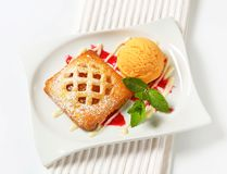 Little apricot pie with ice cream Stock Photography