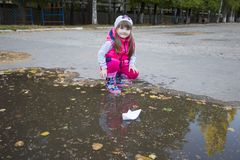 Free Little Baby Girl And Her Paper Boat Royalty Free Stock Photography - 126501757
