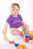 Little behandla som ett barn målningen Arkivbild