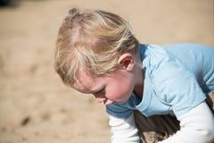 Little Boy au jeu Image stock