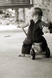 Little Boy auf Roller im Sepia stockfoto