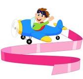 Little Boy-beeldverhaal die een Vliegtuig met leeg teken in werking stellen Stock Foto's
