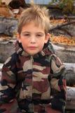 Little Boy in Camo lizenzfreie stockfotografie