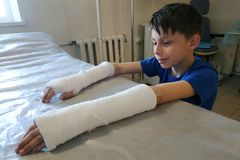 A little boy after a closed fracture approached the hospital for medical assistance in the form of an overlay of plaster bandage royalty free stock photography