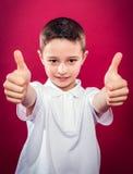 Little Boy con los pulgares para arriba Fotos de archivo libres de regalías