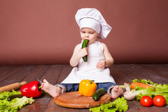Little boy Cook carrots, peppers, tomatoes, lettuce, Stock Images