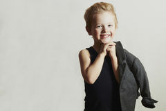 Little Boy Corte de cabelo à moda Fashion Children Criança engraçada Fotografia de Stock Royalty Free