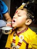 Little Boy Customed comme Lord Krishna Photos libres de droits