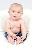 Little Boy dans des jeans Image stock