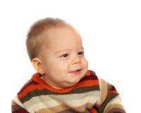 Little Boy, das in der Strickjacke sitzt stockbild