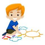 Little Boy dessinant un Sun utilisant la craie Photographie stock