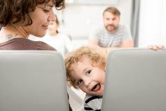 Little Boy divertido en la cena foto de archivo libre de regalías