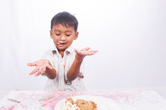 Little boy eating cake Stock Images