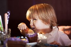 Little boy eating chocolate cake Royalty Free Stock Photos