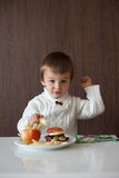 Little boy, eating fruit sanwich Royalty Free Stock Photos