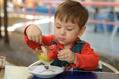 Little boy eats ice cream concentrated Stock Photography