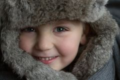 Little Boy em um chapéu do inverno Imagem de Stock Royalty Free