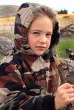 Little Boy en la sudadera con capucha de Camo Fotos de archivo