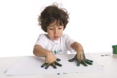 Little Boy está fazendo uma pintura de dedo Foto de Stock Royalty Free