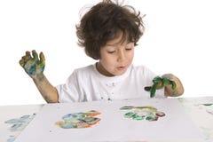 Little Boy está fazendo uma pintura de dedo Fotos de Stock