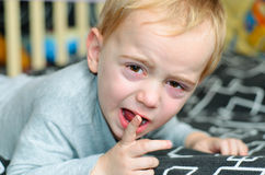 Little Boy fâché Photos stock