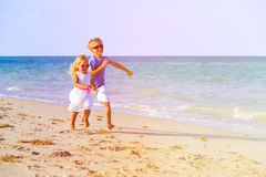 Little boy and girl running at beach Royalty Free Stock Photos