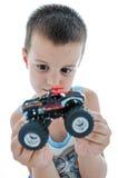 Little Boy guarda la sua automobile Immagine Stock Libera da Diritti