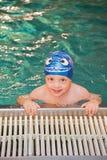 Little Boy in het Zwembad Royalty-vrije Stock Fotografie