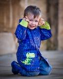 Little Boy im Regenmantel Stockbilder
