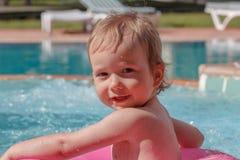 Little Boy jouant dans le regroupement Images stock