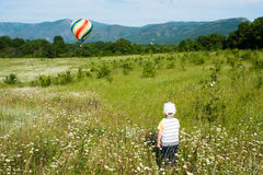 Little boy looks at the soaring balloon Royalty Free Stock Photos