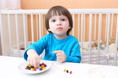 Little boy made multicolored beads Royalty Free Stock Photos