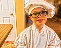Little Boy mit dem Abstieg-Syndrom gekleidet als Chef Lizenzfreies Stockbild