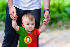 Little Boy na camisa da bandeira de Portugal Foto de Stock