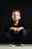 Little Boy niño elegante en traje Imagenes de archivo