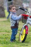 Little Boy novo com uma bicicleta Fotos de Stock Royalty Free