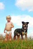 Little Boy och hans hund Royaltyfria Bilder