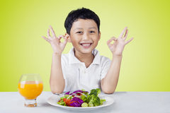 Little boy with OK sign and vegetables salad Royalty Free Stock Photos