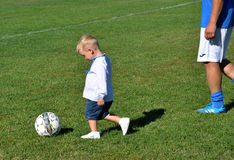 Little boy plays with a soccer ball_2 Royalty Free Stock Photos