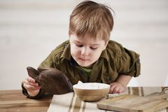Little boy plays at a table Stock Photography