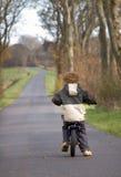 Little Boy-Radfahren Lizenzfreie Stockbilder