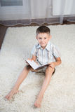 Little boy reading book Stock Photography